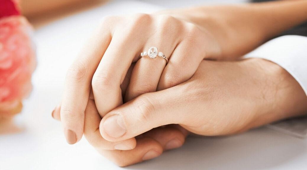 Con gái đeo nhẫn cưới tay nào? Lưu ý về nhẫn cưới của con gái