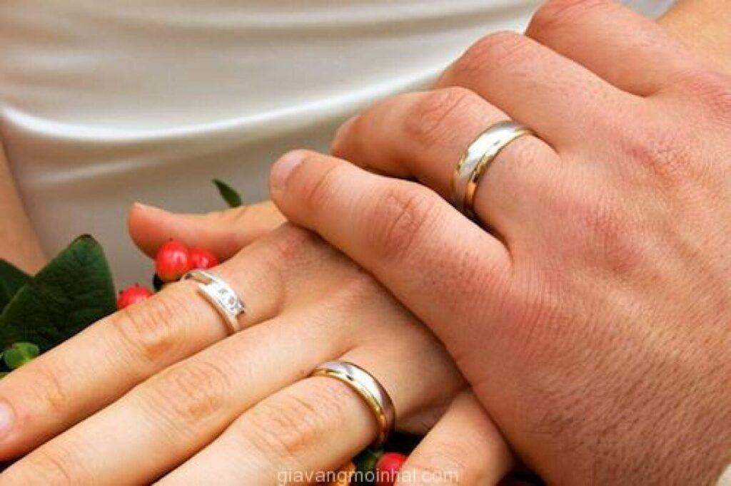 Nhẫn cưới mang ý nghĩa thiêng liêng nên rất cấm kị làm mất hay mang đi bán