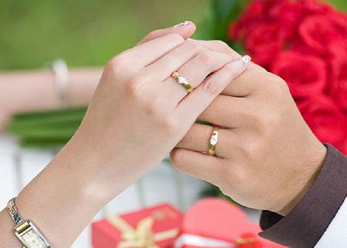 Trong lễ cưới dừng nên quá hồi hộp mà trao nhẫn cưới nhầm tay
